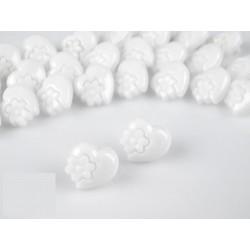Babagomb 1,5 cm fehér szivecske virággal