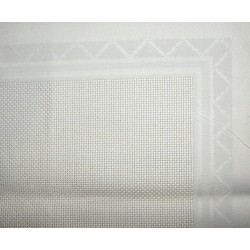 Hímezhető betétes terítő szegetlen 90x90 cm törtfehér