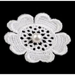 Varrható csipkevirág gyönggyel 5 cm fehér
