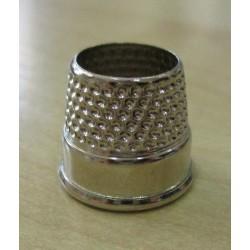 Gyűszű lyukas 1,8x1,6 cm fém